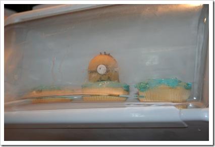 minion cupcakes 015
